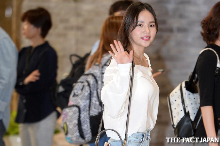 オトナ女子はショルダーバッグでスマートにキメる♡~ミン・ヒョリン ファッションチェック~