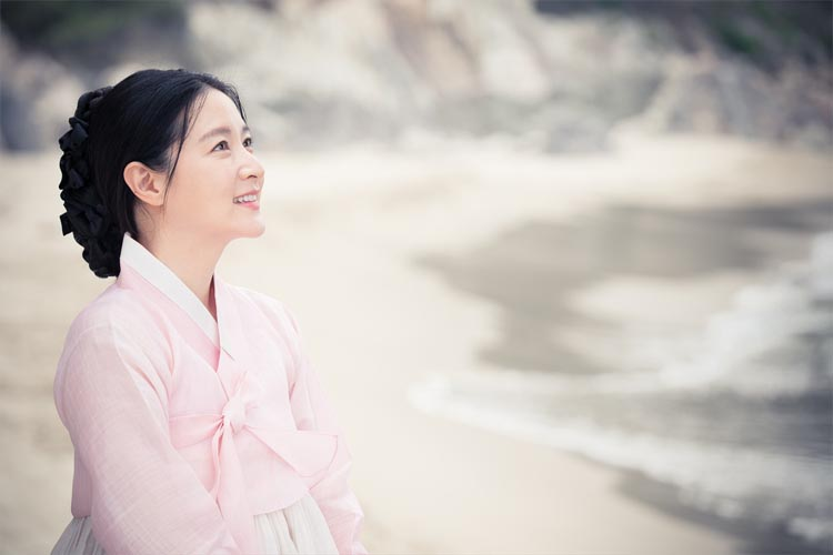 「宮廷女官チャングムの誓い」から13年、あの透明感のある美しさ再び!イ・ヨンエ、コメント映像到着!