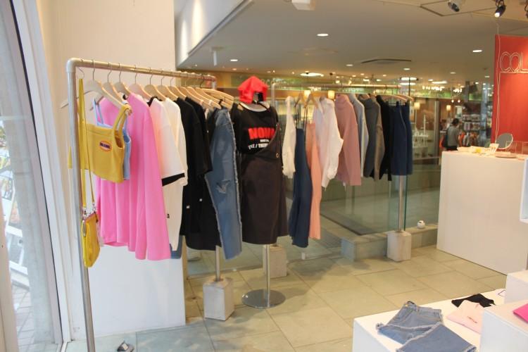 大阪の服飾専門学生による韓国ブランドセレクトショップ COLOS(カラス)