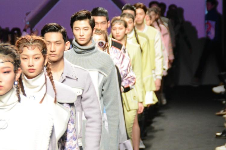 韓国モデル好きにはたまらない!人気モデルが目白押し『KWAK HYUN JOO COLLECTION (クァク・ヒョンジュ コレクション)』のショーをお届け