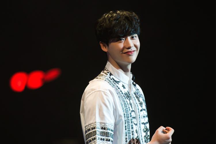 韓国の若手実力派俳優イ・ジョンソクが前回人気を博したファンミーティングの追加公演を開催し、5000人を魅了!!